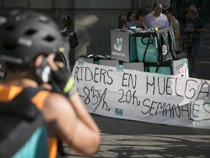 Manifestación de repartidores de Deliveroo, ayer en Barcelona