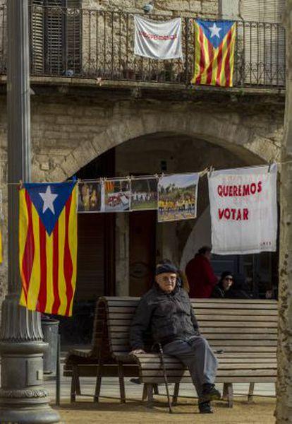 Recogida de firmas por la independencia en Banyoles (Girona), en enero pasado.