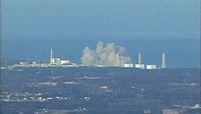 Humo en la central nuclear de Fukushima, en Japón.