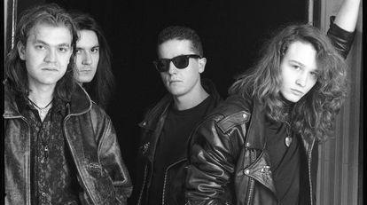 Los cuatro miembros de Héroes del Silencio en 1990: de izquierda a derecha, Juan Valdivia, Joaquín Cardiel, Pedro Andreu y Enrique Bunbury.
