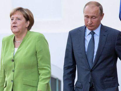 Angela Merkel y Vladímir Putin, este sábado en Alemania.