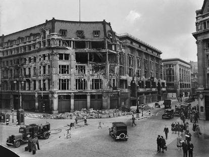 Edificio bombardeado en Oxford Circus, Londres (1940).