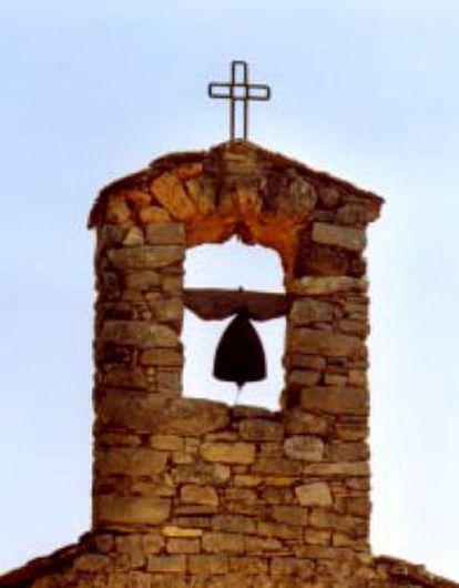 El campanario de la iglesia de Sant Bartomeu de la Vall d'Arient, Lleida.