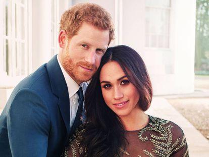 Una de las fotos oficiales de Enrique de Inglaterra y Meghan Markle distribuidas por el palacio de Kensington.