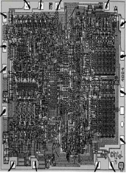 El Intel 4004, creado en 1971, el primer microprocesador en un solo chip, con 2.300 transistores dentro. Cuéntalos tú mismo si no te lo crees...