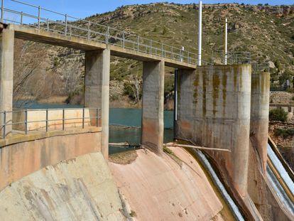 Presa de Los Toranes, en el río Mijares, a su paso por Albentosa (Teruel).