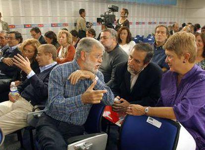 En primer plano, Juan Carlos Rodríguez Ibarra, Juan Barranco y Consuelo Rumí, ayer en el Comité Federal.