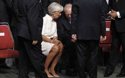 Christine Lagarde, directora gerentes del FMI, habla con el ministro de Finanzas de Alemania, Wolfgang Schäuble, en una reunión del Fondo celebrada en octubre de 2012