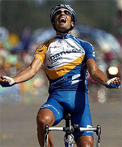 Juan Antonio Flecha entra vencedor en la meta de Toulouse.