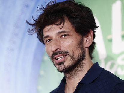 El actor y modelo Andrés Velencoso en el estreno de la película 'La lista de los deseos', en julio de 2020 en Madrid.