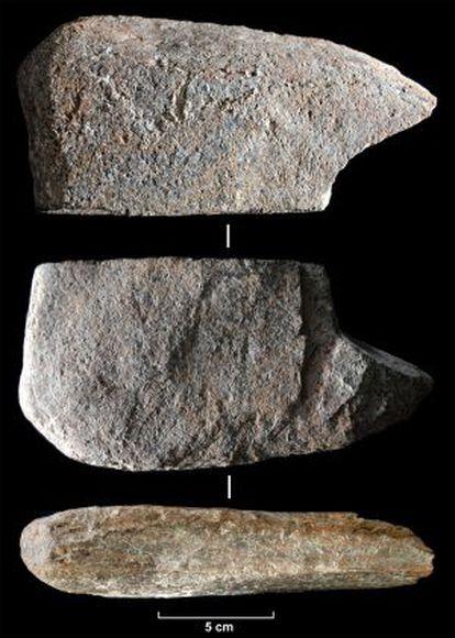 Detalles del fragmento de esquisto encontrado en Tarragona.