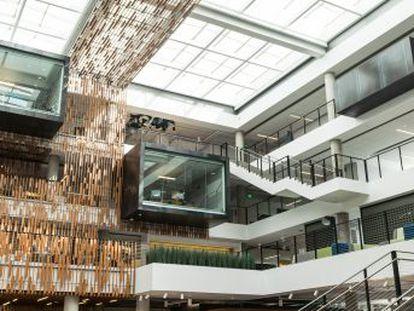 Cinco años después de la llegada de Satya Nadella a la presidencia, la compañía se ha reorientado a la nube y ha recuperado su valor en Bolsa. ¿Será suficiente para superar a Apple, Amazon y Google?