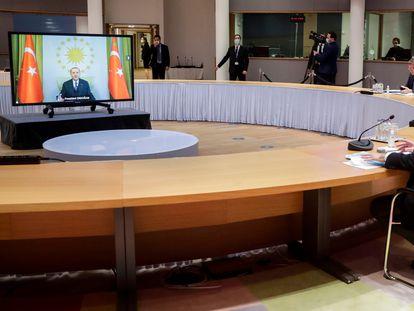 La presidenta de la Comisión Europea, Ursula von der Leyen, y el jefe del Consejo, Charles Michel, se reunían por videoconferencia con Erdogan, el lunes en Bruselas.