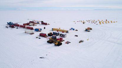 Vista aérea del campamento.