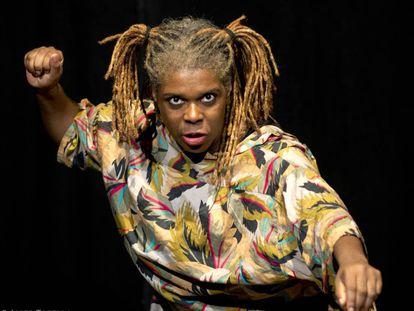 Silva Albert durante la representación de la obra 'No es país para negras'.