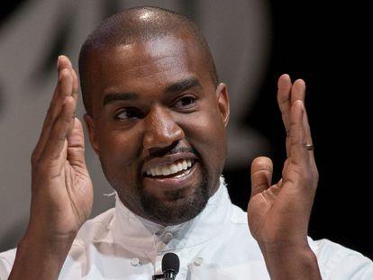 Kanye West explicando, en Cannes (en 2014), que se sienta a la derecha de Dios.