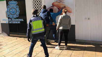Detención policial en Dos Hermanas.