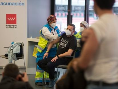 Vacunación en el estadio Wanda Metropolitano de Madrid, el jueves.