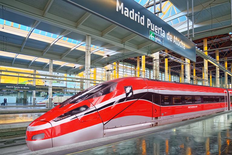 Recreación del tren Frecciarossa 1000 en la estación Puerta de Atocha de Madrid.