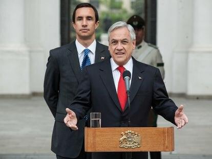 El presidente de Chile, Sebastián Piñera, y el ministro Juan Carlos Jobet, en el Palacio de La Moneda.