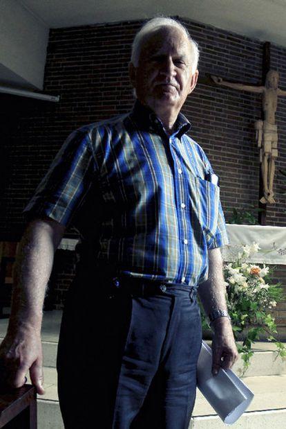 Rafael Rojo, del Foro de curas de Madrid, en su parroquia.
