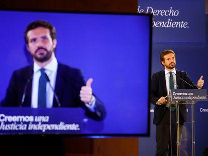 El presidente del PP, Pablo Casado, durante la inauguración de la jornada 'Independencia judicial y regeneración institucional' organizada por su partido, este lunes en Córdoba.