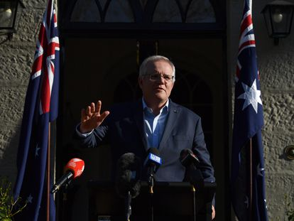 El primer ministro australiano, Scott Morrison, comparece ante la prensa en Sydney, Australia, este domingo.