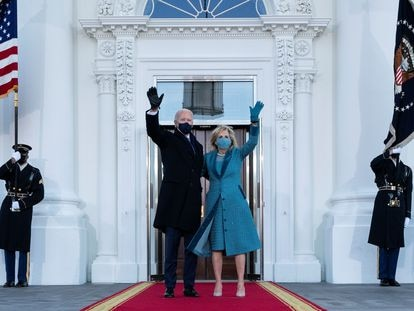 U.S. President Joe Biden and first lady Jill Biden wave as they arrive at the North Portico of the White House in Washington, DC, U.S. January 20, 2021. Alex Brandon/Pool via REUTERS