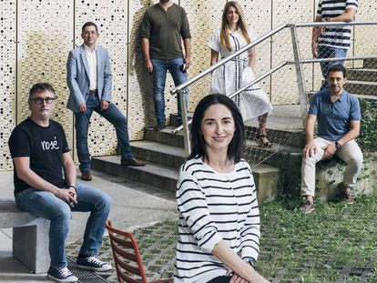 Elena Arzak, en el centro, junto a Andoni Aduriz (detrás, a la izquierda), Francis Paniego (a la derecha) y, al fondo, de izquierda a derecha, Joxe Mari Aizega, Javier Goya, Lucía Freitas y Javier Mayor, en el Basque Culinary Center.