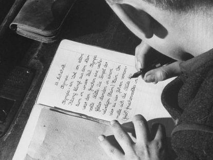 El protagonista del libro de Pennac habla, escribe y lleva un diario.
