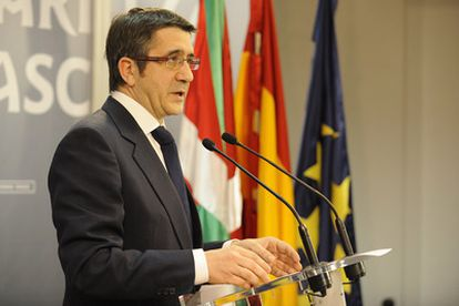 El 'lehendakari' Patxi López reacciona a la declaración de ETA de hoy