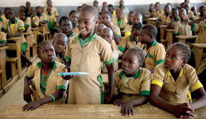 Waibai Buka, una niña de Camerún, que pudo acceder a Internet por primera vez en 2017.