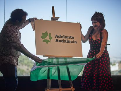 Teresa Rodríguez junto con el alcalde de Cádiz, José María González 'Kichi', este sábado, en Granada.