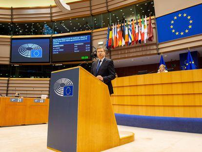 El vicepresidente de la Comisión Europea, Valdis Dombrovskis, se dirige este miércoles a la Eurocámara en Bruselas.