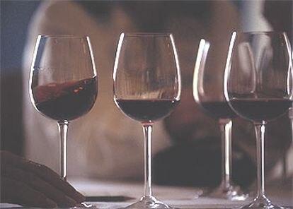 El vino tinto contiene 10 veces más resveratrol que el blanco.