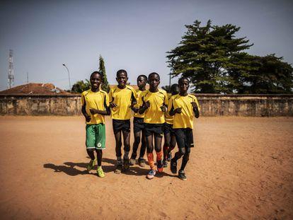 Una cancha para los niños de la calle en Bissau
