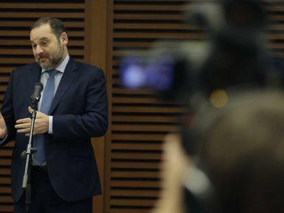 El ministro de Transportes, José Luis Ábalos, en una conferencia de prensa el pasado 22 de enero.