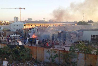 Campamento de desplazados sobre el que cayó un mortero durante los enfrentamientos.
