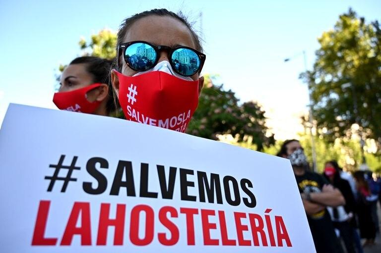 Uno de los manifestantes del sector de la hostelería, este miércoles en el centro de Madrid.