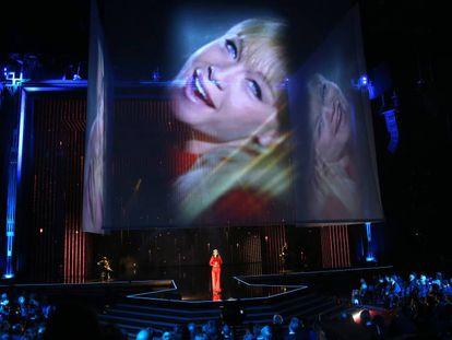 Amaia interpreta 'La canción de Marisol' en la gala de los premios Goya.