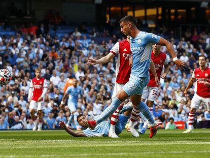 Ferran Torres marca su primer gol ante el Arsenal este sábado en el Etihad.