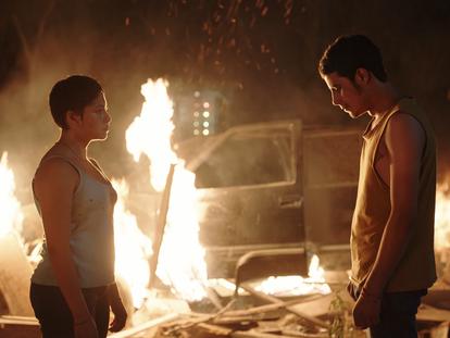 Fotograma de la película de Tatiana Huezo 'Noche de fuego'.