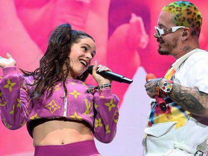 J Balvin y Rosalía cantan 'Con altura' en Coachella.
