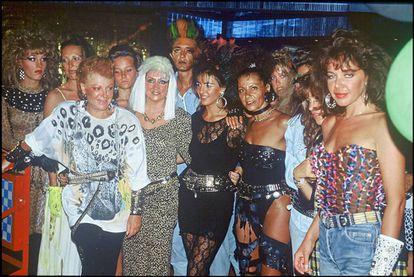 Estampa de la fiesta 'Vogue' organizada en el club de Regine en París en 1981.