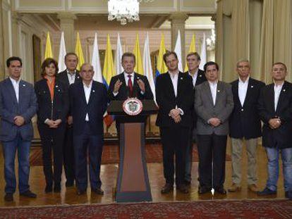 El presidente Juan Manuel Santos asegura que el cese de fuego se mantendrá y que escuchará a quienes dijeron  no  a los acuerdos