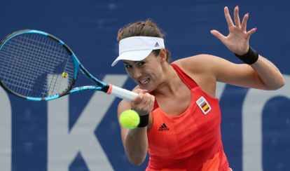 Spain's Garbine Muguruza returns the ball to Belgium's Alison van Uytvanck during their Tokyo 2020 Olympic Games women's doubles third round tennis match at the Ariake Tennis Park in Tokyo on July 27, 2021. (Photo by Giuseppe CACACE / AFP)