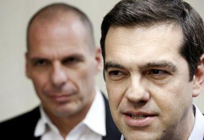 El primer ministro Tsipras y el ministro Varoufakis este miércoles.
