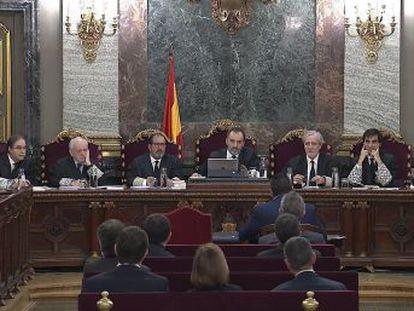 Algunos testigos hacen piruetas para tratar de que ni la Fiscalía ni la Abogacía del Estado logren probar los supuestos delitos de malversación de los líderes independentistas