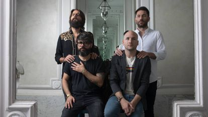 Los integrantes de Viva Suecia (de izq. a dcha. Alberto Cantúa, Jess Fabric, Fernando Campillo y Rafa Val) en el edificio del sello Subterfuge, en Madrid. En vídeo, la entrevista con la banda.