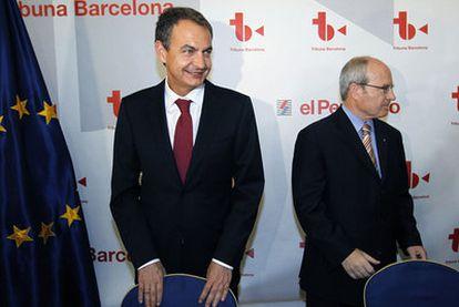 Zapatero y Montilla, durante el coloquio organizado ayer en Barcelona.